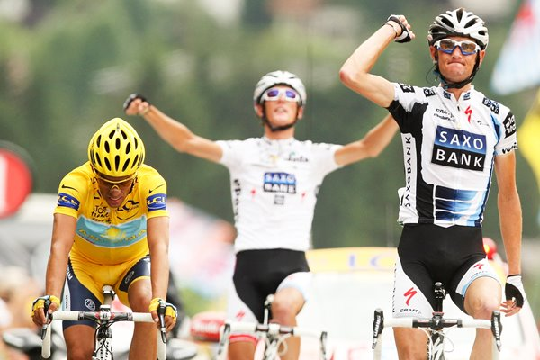Frank and Andy Schleck finish Stage 17