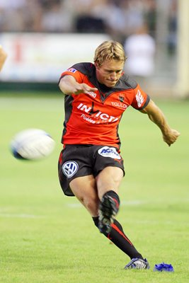 Jonny kicking action for Toulon