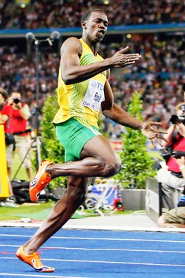 Usain Bolt celebrates 100m Gold in Berlin 2009