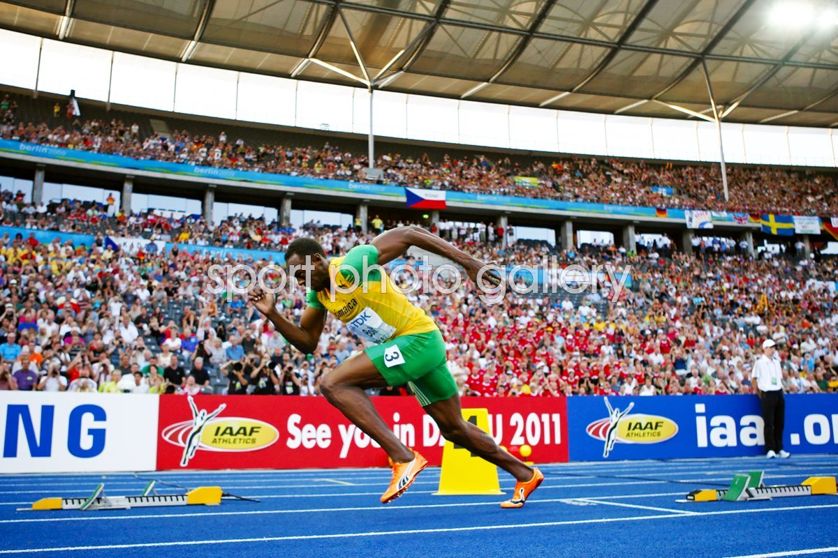 Usain Bolt powers off the blocks