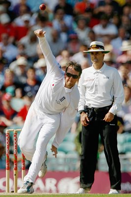Graeme Swann in action - Oval 2009