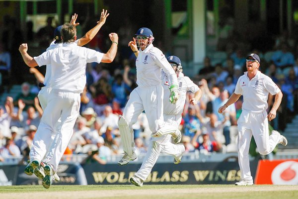Matt Prior celebrates North Stumping