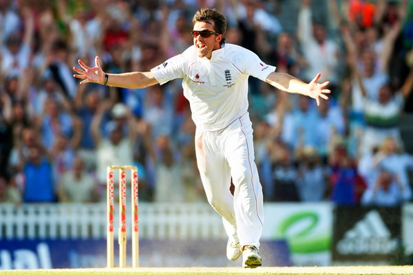 Graeme Swann celebrates Ashes-winning wicket