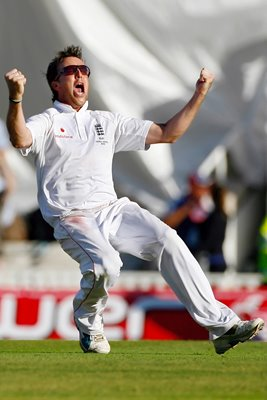 Graeme Swann celebrates Winning Wicket