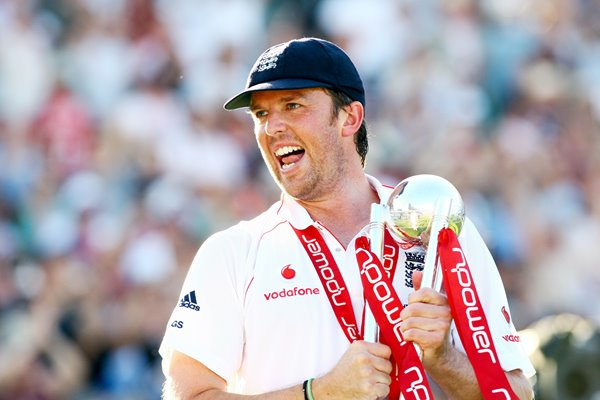 Graeme Swann with Ashes Series Trophy