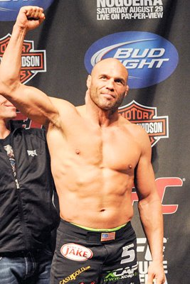 Randy Couture v Nogueira Weigh-In 2009