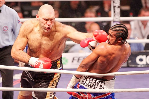 David Haye evades Valuev jab 2009