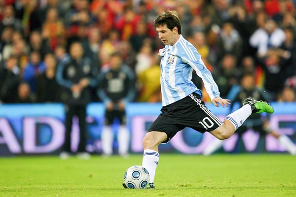 Lionel Messi penalty v Spain 2009
