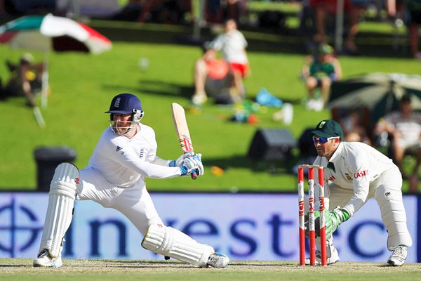Graeme Swann reverse sweeps v South Africa