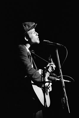 Tom Waits Performs Live