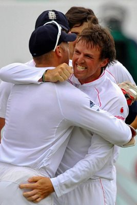 Graeme Swann celebrates in Durban 2009