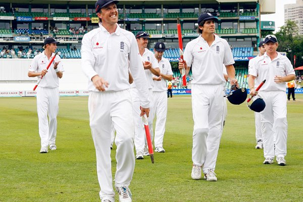 Graeme Swann leads England off at Kingsmead