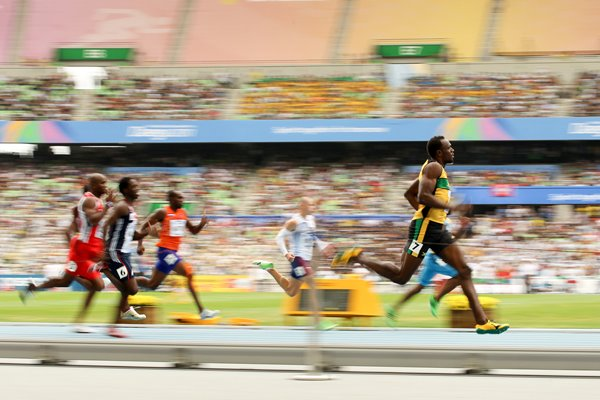 Usain Bolt Blur - 200m World Athletics 2011