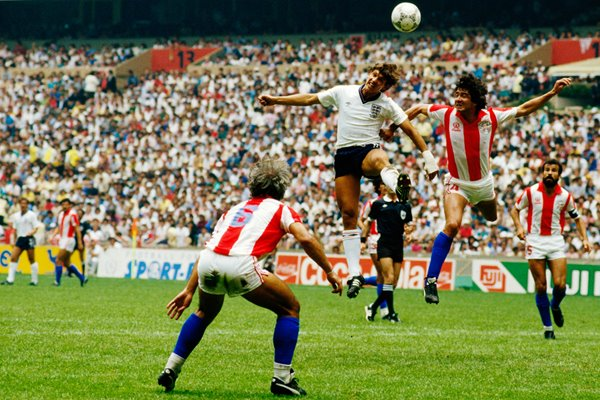 Gary Lineker in action vs Paraguay - Mexico 1986