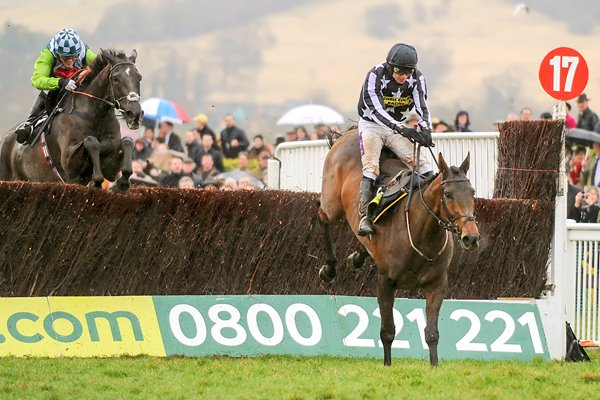 Imperial Commander jumps clear of Denman 2010