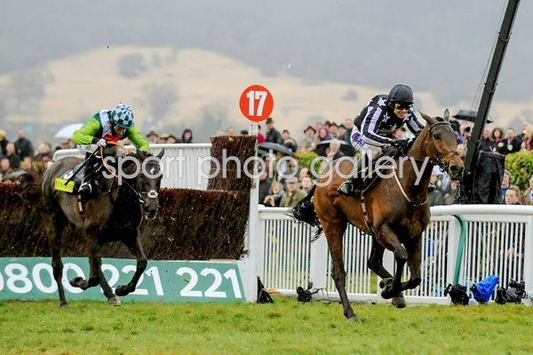 Imperial Commander races clear of Denman