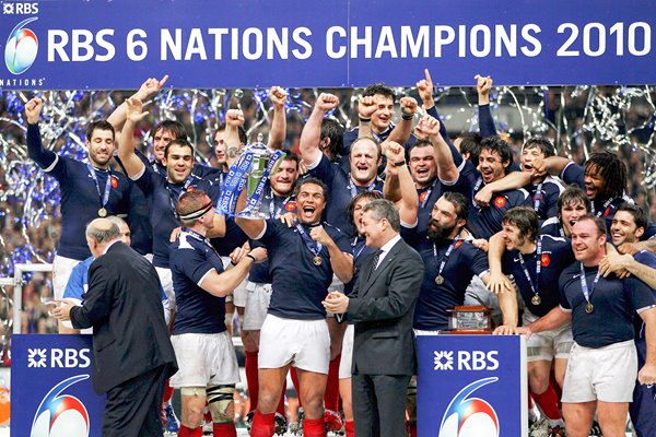 France celebrate 2010 Six Nations Grand Slam