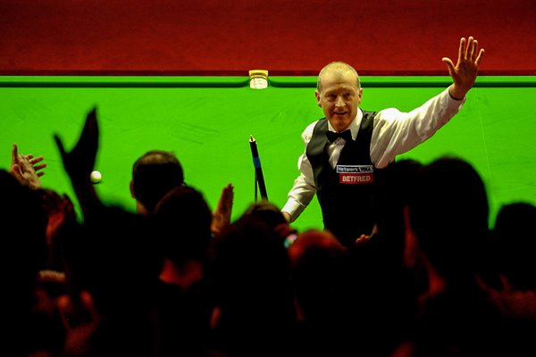 Steve Davis celebrates win over John Higgins