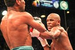Floyd Mayweather defeats Shane Mosley Mounts