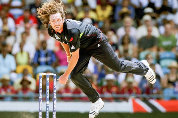 Ryan Sidebottom of England bowls