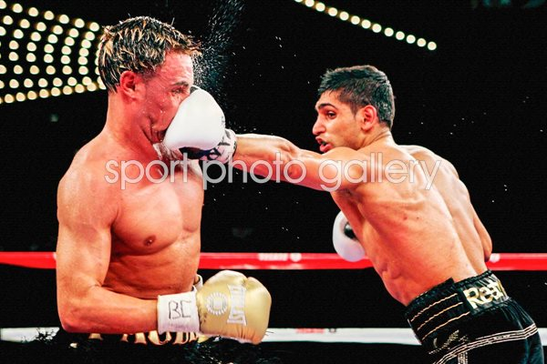 Amir Khan in the spotlight v Paulie Malignaggi