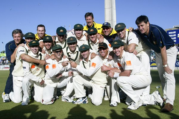 Australia celebrate wiinning Ashes 2002