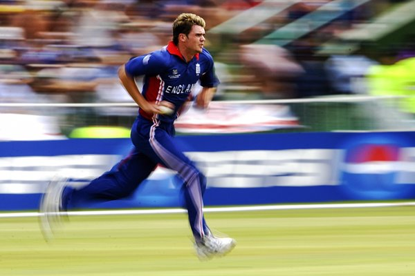 James Anderson runs in to bowl