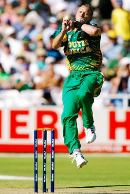 Allan Donald of South Africa bowling