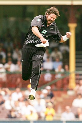 Chris Cairns of New Zealand celebrates