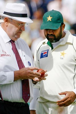 Hair and Inzy discuss the condition of the ball