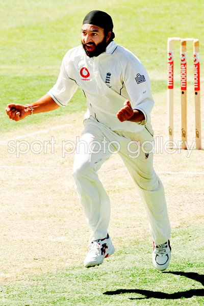Monty Panesar celebrates - Ashes 2006