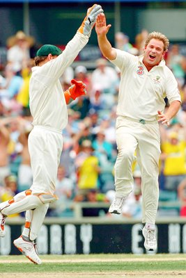 Shane Warne celebrates - Ashes 2006