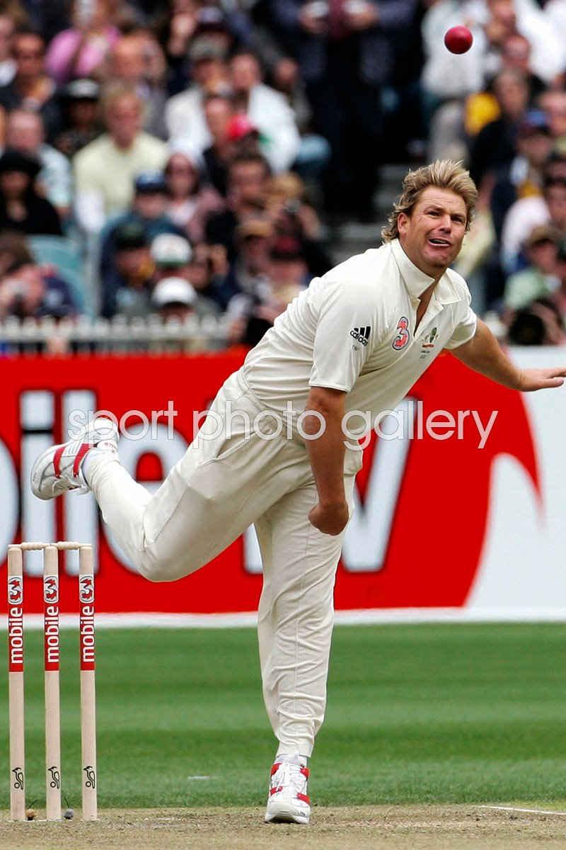 Shane Warne Ashes 2006 action