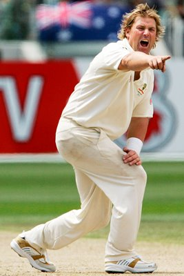 Shane Warne appeals - Ashes 2006