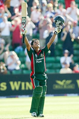 Mohammad Ashraful celebrates
