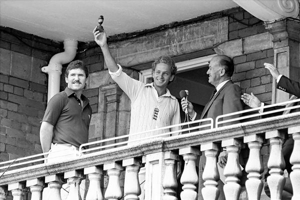 David Gower lifts the urn 1985