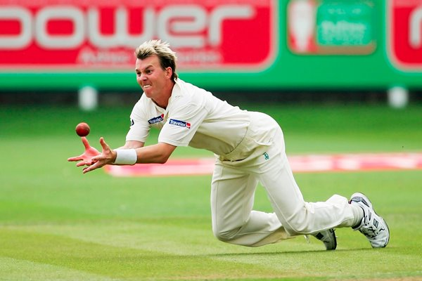 Brett Lee catches Andrew Strauss