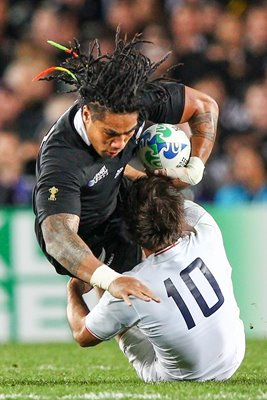 Morgan Parra tackles Ma'a Nonu