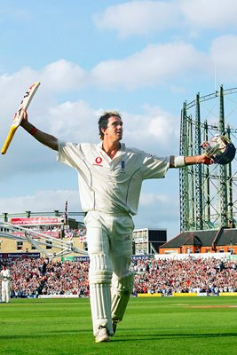 Kevin Pietersen leaves the field after century