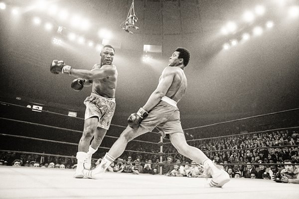 Joe Frazier beats Muhammad Ali New York 1971