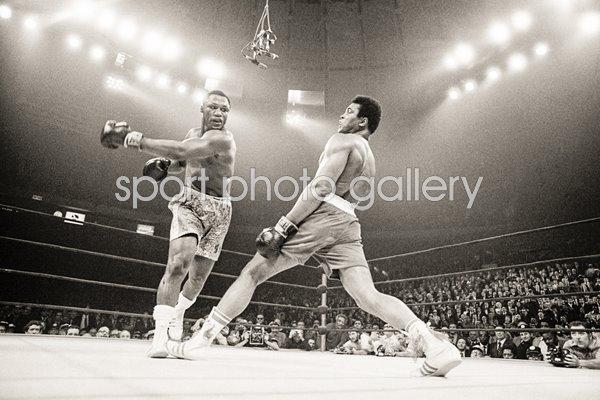 Joe Frazier Beats Muhammad Ali New York 1971 Images