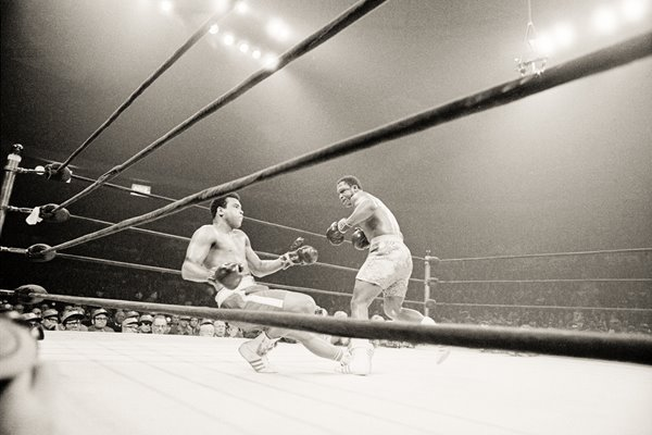 Joe Frazier Knocks out Muhammad Ali 1971