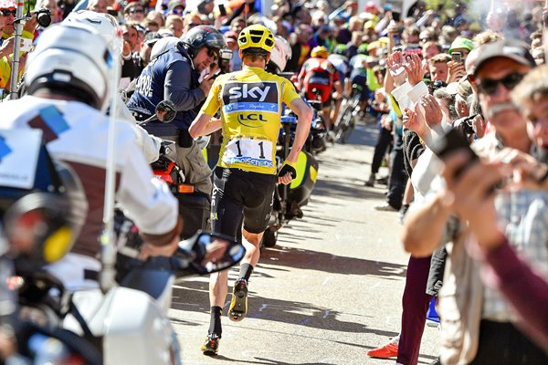 Chris Froome runs up Mont Ventoux 2016