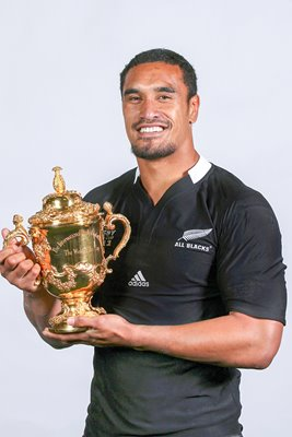 Jerome Kaino with the Webb Ellis Cup