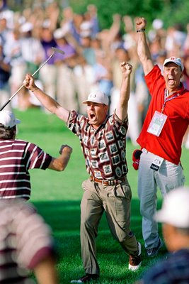 Justin Leonard celebrates monster Brookline putt