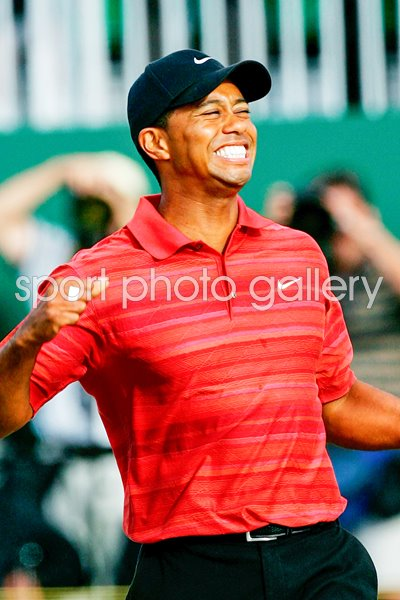 Tiger Woods celebrates Open win 2006