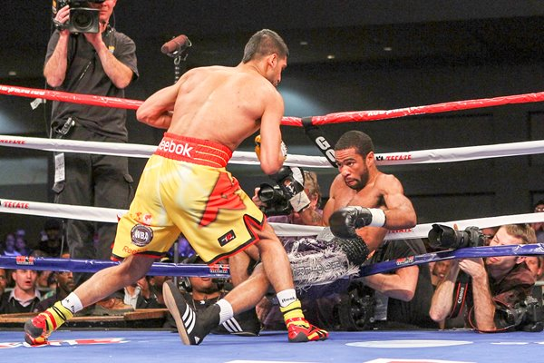 Amir Khan knocks down Lamont Peterson 2011