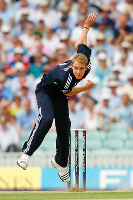 Stuart Broad One Day Bowling Action