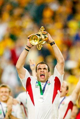 Martin Johnson lifts the Webb Ellis Cup