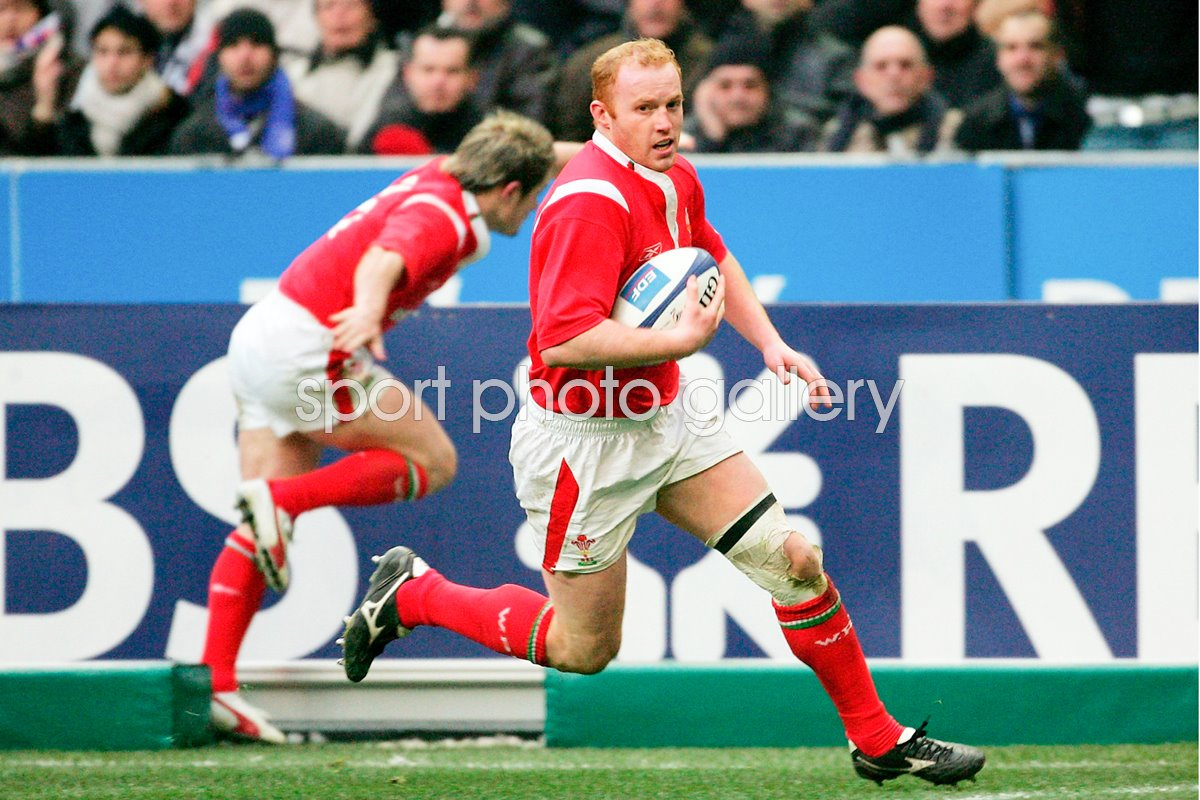 Martyn Williams runs in to score